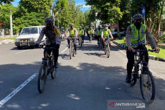 Polda NTB sosialisasikan pencegahan COVID-19 dengan patroli bersepeda