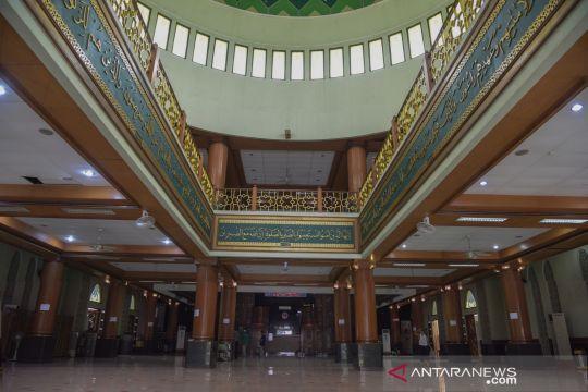Persiapan shalat Jumat diMasjid Agung Al Barkah Bekasi
