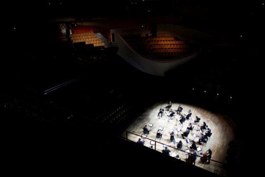 Konser era COVID-19, orkestra Paris tampil di auditorium kosong