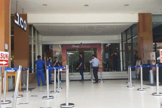 Toko ditutup sepekan, pemprov bagikan bantuan untuk 1.350 karyawan