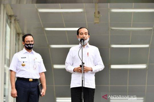 Politik kemarin, normal baru hingga Tri Rismaharini menangis