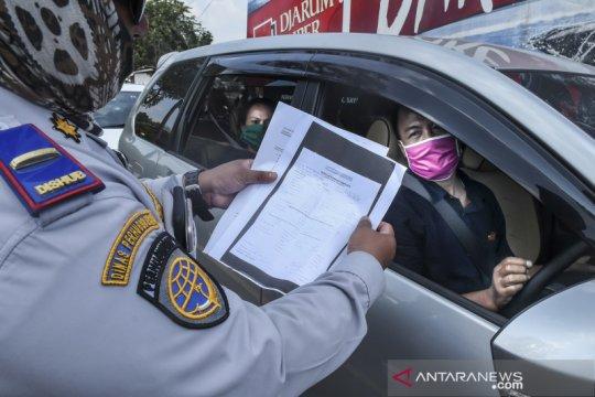 Pemeriksaan kendaraan yang akan memasuki Ibu Kota Jakarta