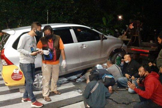 Pengendara motor dan penumpang tewas dalam kecelakaan di Pulogadung