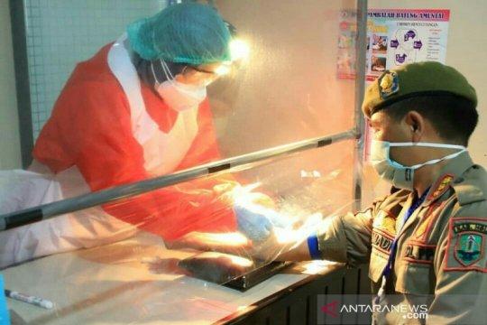 Menpan-RB sampaikan santunan Presiden kepada ahli waris tenaga medis