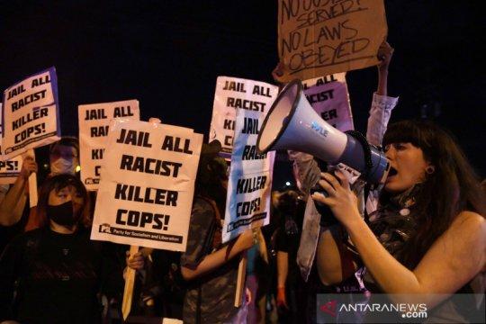Protes warga AS ricuh, Minneapolis berlakukan jam malam, tutup tol
