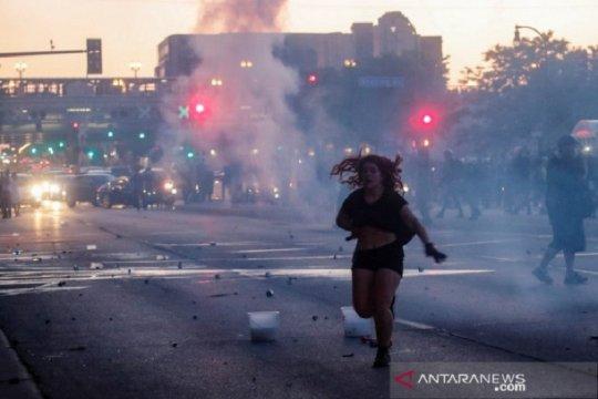 Unjuk rasa di AS berujung ricuh, pengunjuk rasa tewas, toko dijarah