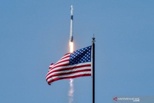 SpaceX luncurkan dua astronot ke luar angkasa