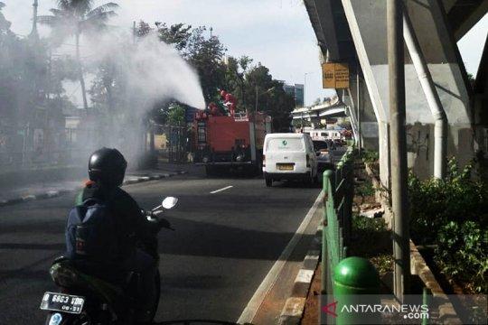 8 ruas jalan utama di Jakarta Barat disemprot disinfektan