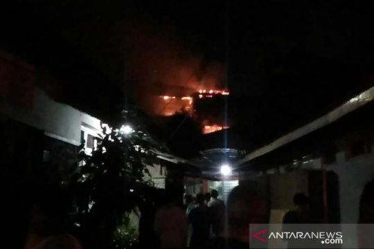 14 mobil damkar tangani kebakaran di pertokoan Jembatan Merah Bogor