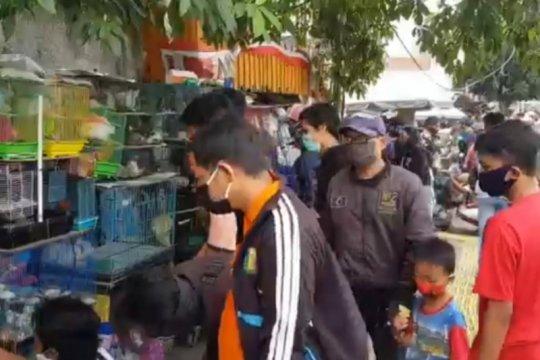 Belasan pengunjung Pasar Ikan Jatinegara disanksi sosial