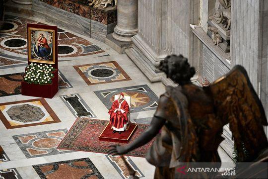 Paus Fransiskus memimpin misa perdana di tengah wabah COVID-19
