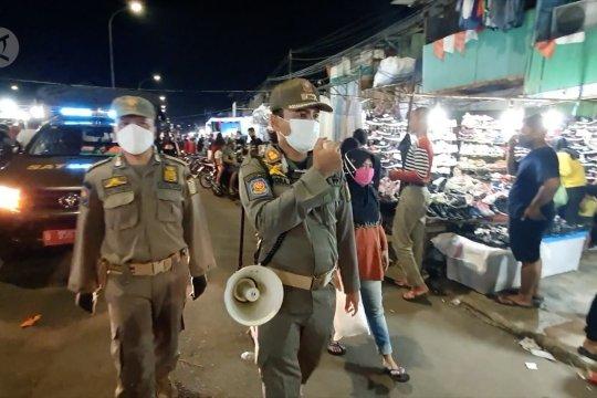 90 Personel Satpol PP Jakpus sidak Pasar Malam Jiung