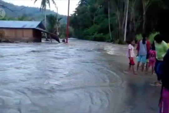 Akses Palu-Sigi terputus banjir