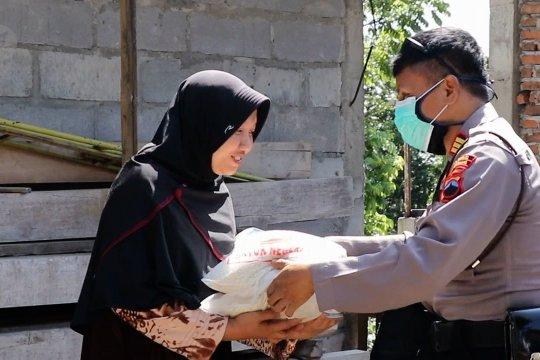Bantuan beras untuk warga terdampak COVID-19