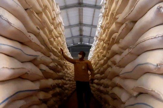 Beras dan gula di Bulog Solo aman selama pandemi