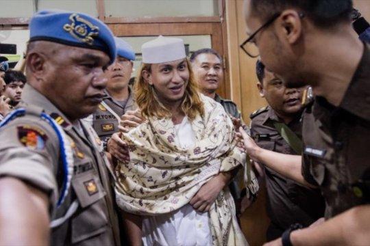 Tanpa jaga jarak, Habib Bahar disambut kerumunan pengikutnya