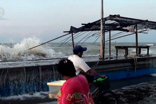 Waspadai gelombang tinggi Laut Jawa