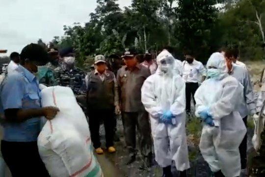 Penyaluran bantuan bagi korban banjir di Siberut Mentawai
