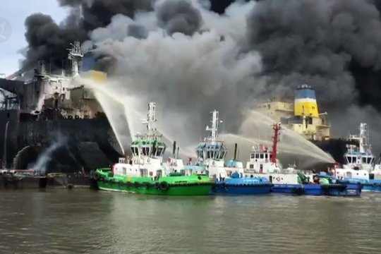 Kebakaran kapal tanker di Pelabuhan Belawan