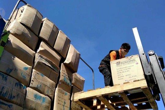 Pembelian 52.200 APD dari China tiba di Padang