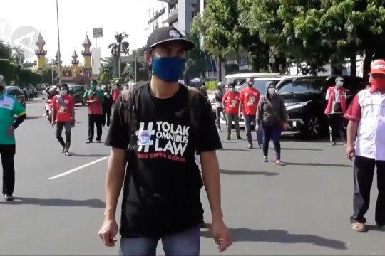 Melewati bulan Mei tanpa demonstrasi