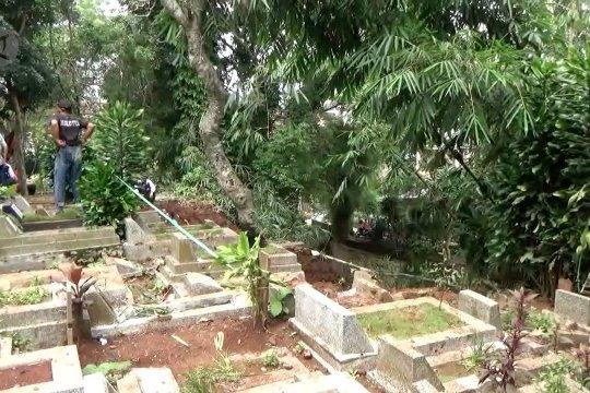 Pemkot Bandung pindahkan 37 makam Cikutra yang tergerus longsor