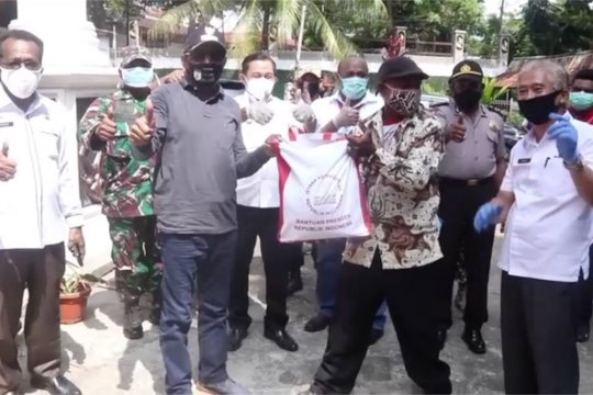 Pemkot Jayapura salurkan 5000 paket sembako dari Presiden
