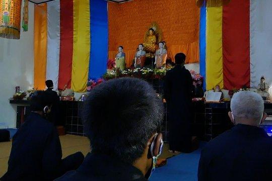Umat Buddha Temanggung ikuti detik-detik Waisak 2564 BE