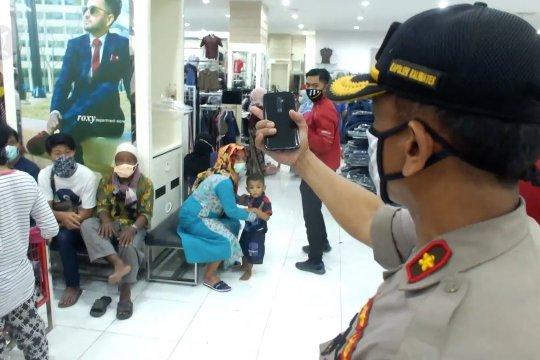 Langgar protokol, polisi bubarkan keramaian di pusat perbelanjaan