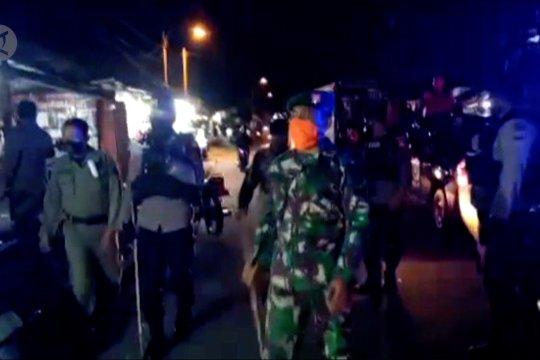 Petugas gabungan gencar bubarkan kerumunan warga di Ternate