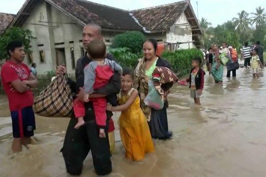 Sungai meluap, ratusan rumah di Lebak terendam banjir