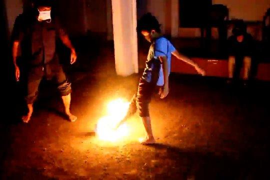 Bola Api dan Damar Malam, tradisi Cirebon sambut malam Lailatul Qadar