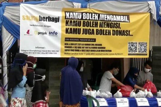 Komunitas Saung Berbagi takjil hingga nasi bungkus gratis