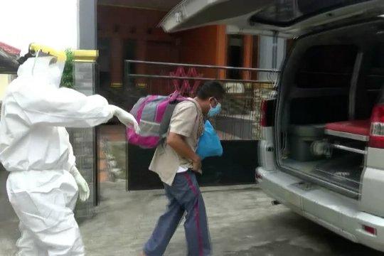 Perdana, OTG positif COVID-19 di Pandeglang dievakuasi ke Wisma Atlet