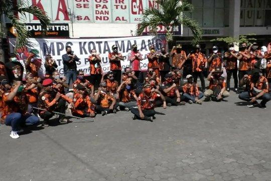 Ramai-ramai ormas di Malang bersatu lawan corona