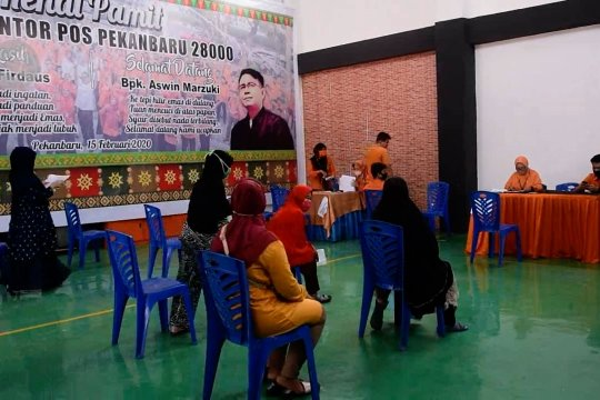 Kantor pos salurkan dana BST di Pekanbaru