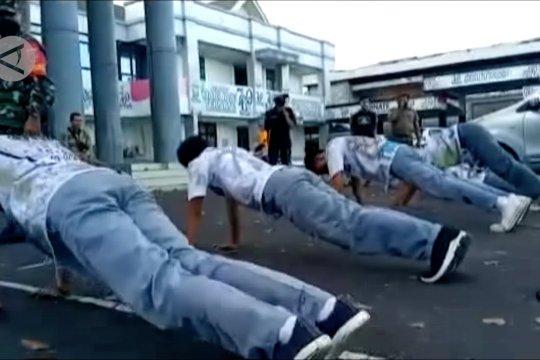 Konvoi kelulusan, belasan siswa di Ternate terjaring razia COVID-19