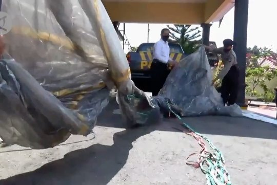 Polres Magetan amankan balon udara yang nyaris bakar rumah warga