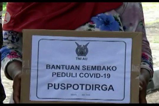 Puspotdirga TNI-AU salurkan bantuan ke masyarakat terdampak COVID-19