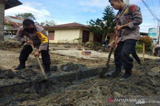 Hari Lahir Pancasila, Brimob Sultra gotong royong bersihkan drainase