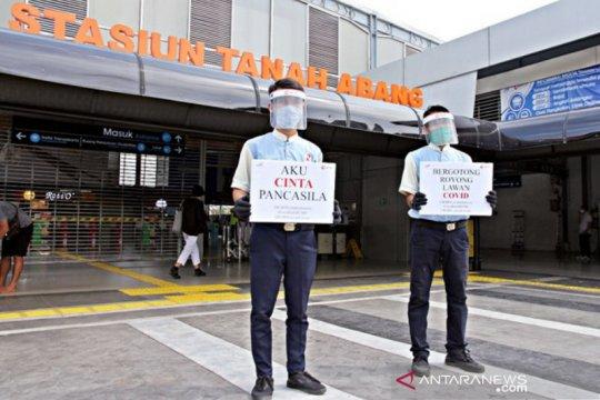 KCI bagi suvenir Hari Lahir Pancasila di Stasiun Tanah Abang
