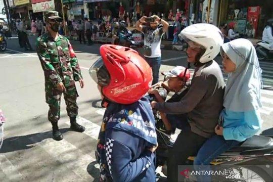 Banyak warga Garut abai gunakan masker di hari pertama normal baru