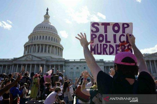 Pengamat: aksi demonstrasi di AS buka mata dunia terkait demokrasi