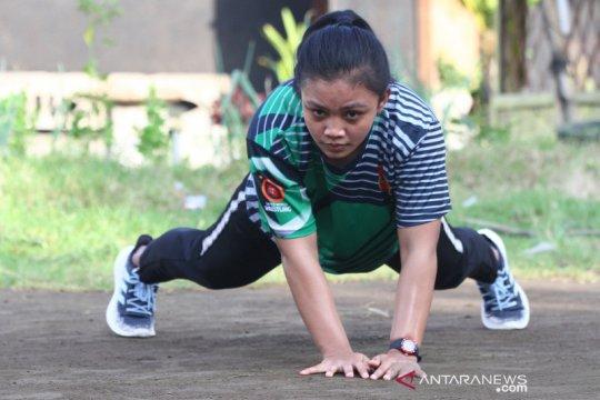 Melihat latihan pegulat putri Mutiara Ayuningtias di tengah pandemi