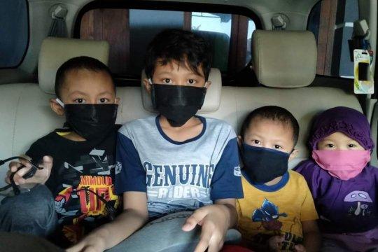Satu keluarga positif COVID-19 di Surabaya tolak bantuan pemkot