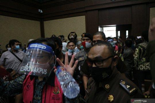 Hakim tegur pengunjung karena berdempetan saat sidang Jiwasraya