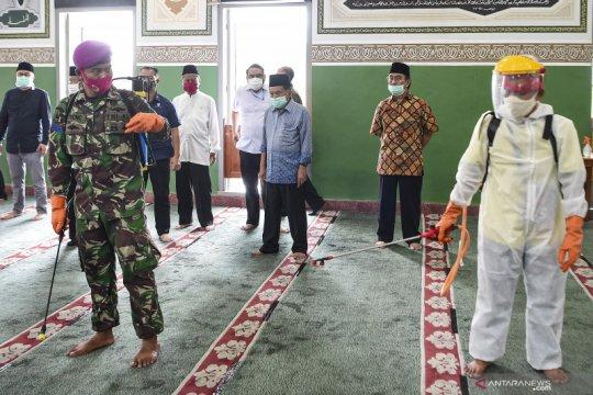 JK tinjau proses penyemprotan disinfektan di Masjid Al Azhar