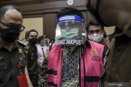 Komisaris utama PT TRAM Heru Hidayat didakwa lakukan pencucian uang
