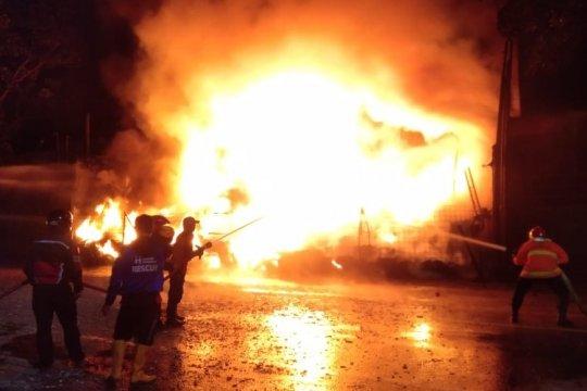 Gudang ban di Kudus terbakar dengan kerugian ditaksir Rp1 miliar