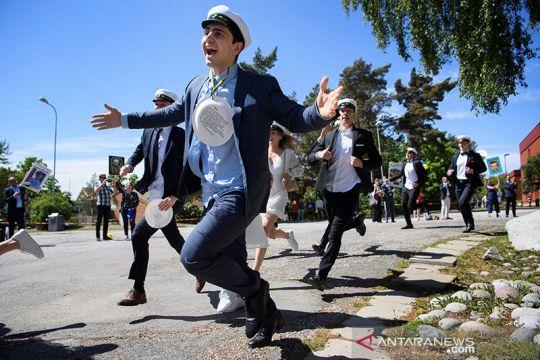 Begini pelajar Swedia merayakan kelulusan di tengah COVID-19